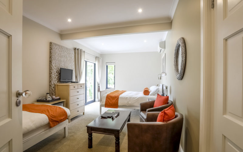 Accommodation in Knysna offering 4-star luxury. Visit us for stylish holidays, golf tours and festivals. We also offer self-catering units.